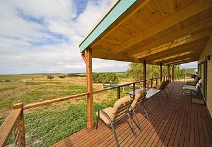 12-apostles-accommodation-mackas-farm